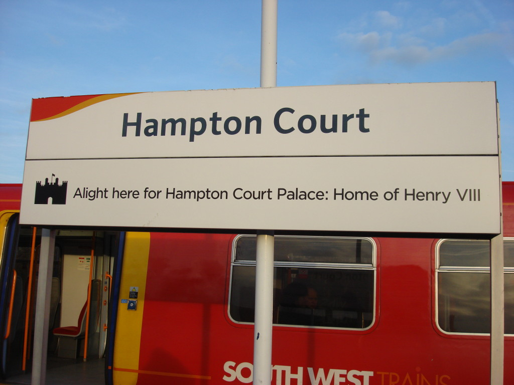 Hampton_Court_railway_station_10